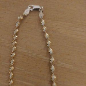 Jewelry - STERLING SILVER TWIST BRACLET